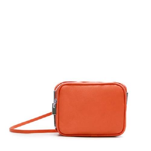 Zara y su amplia colección de bolsos de hombro