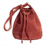 Este otoño luce ideal con un bolso de H&M